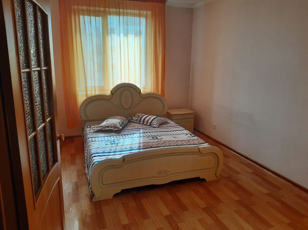 Трехкомнатна посуточная квартира по ул Момышулы