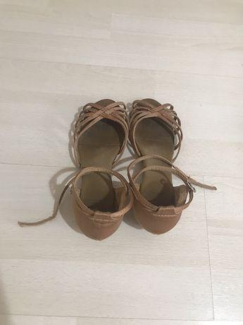 Обувки за спортни танци