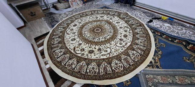 Срочно продам круглый ковёр 3х3 в идеальном состояний производства КZ.