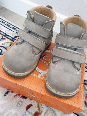 Продам стильные в хорошем состоянии ортопедические ботинки Весна осень