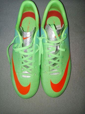 Бутонки Nike
