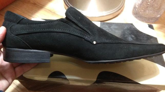 Продаются новые замшевые туфли фирмы CORAGGIO размер 41
