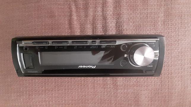 Pioneer Cd Player auto cu Bluetooth si Aux In