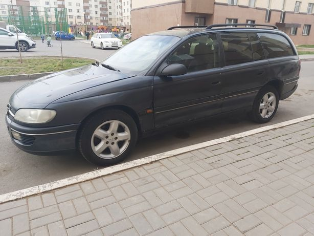 Продам машину Opel caravan