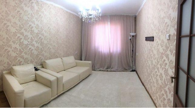Итальянский диван кожаный.