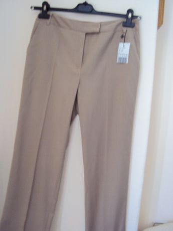 Продавам чисто нов панталон марка BATTIBALENO
