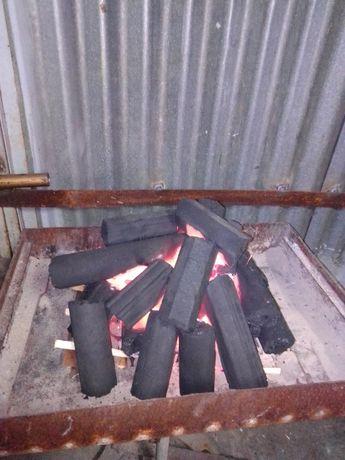 Дървени въглища пресовани