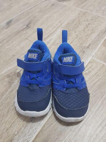 Adidasi Nike marime 22