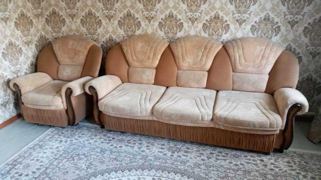 Продам хороший диван и два кресла