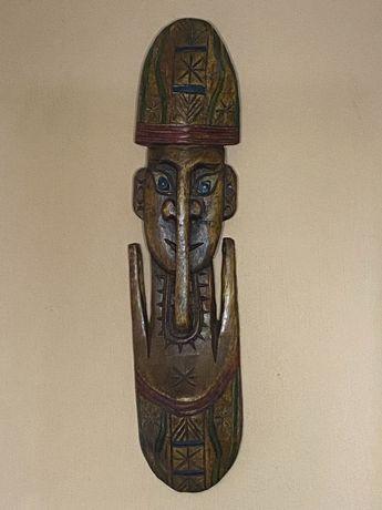 Masca africana din lemn
