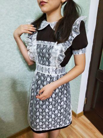 Продаю школьное платье с фартуком