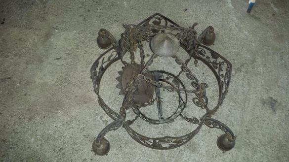уникален полилеи от ковано желязо