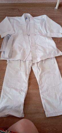 Спортивный костюм для каратэ