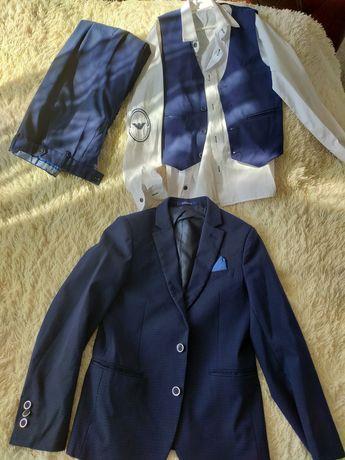 Школьный костюм тройка с рубашкой