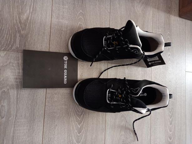 Bocanci tip Adidas mărimea 42 și 38. Preț  ambele.