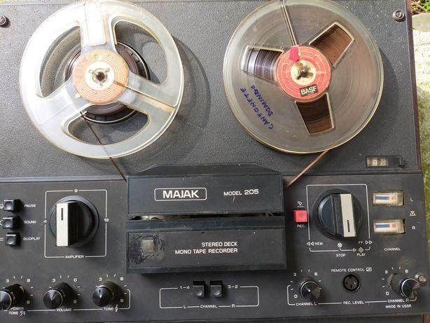 Magnetofon MAJAK model 205.Stereo deck mono tape recorder.