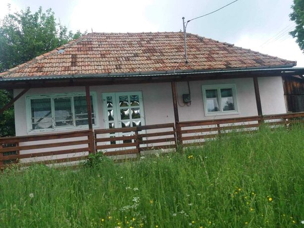 Casa cu șură și teren