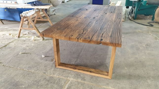 Masa din lemn vechi