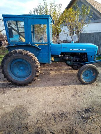 Vând tractor Fiat 215