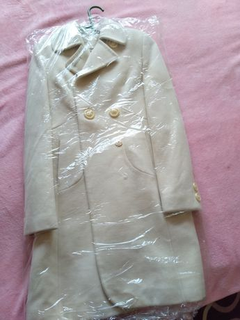 Продаётся пальто цвет бежевый осень
