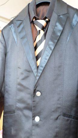 Мъжки костюм за абитуриентска вечер бал