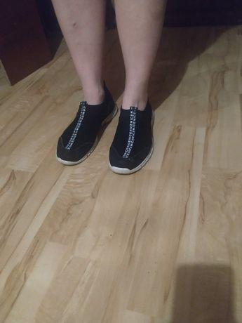 Мужские кроссовки спортивные очень лёгкие в хорошем состоянии