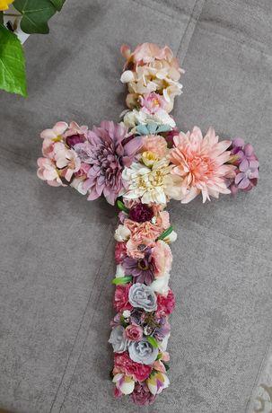 Aranjamente sub forma de cruce pentru morminte