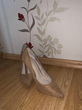Pantofi cu toc H&M