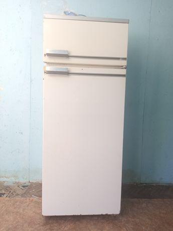 Продам холодильник в хорошем состоянии морозит отлично марка БЕРУСЯ.