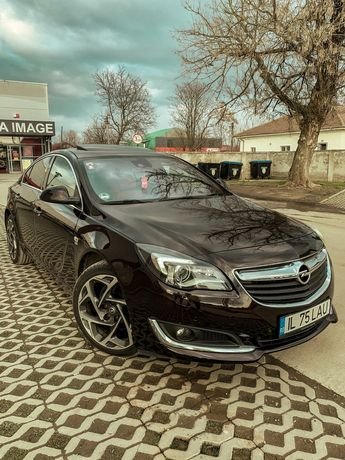 Opel Insignia Biturbo 4×4 Pachet Opc Line Padele pe volan Modelul Full
