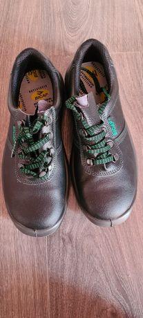 Нови работни обувки 42 номер с метално бомбе