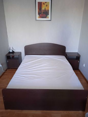 Продам 2-х спальн кровать и 2 (две) прикроватные тумбы