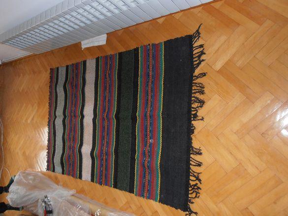 Нови, пацалени черги и вълнена пътека (тъкан плат).