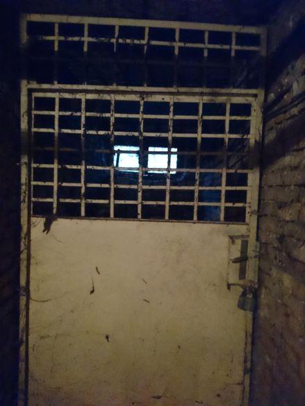 Стари Врати на склад,запазени