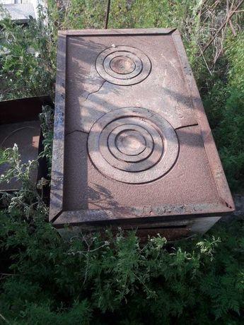 Угольная печь в хорошем состоянии.