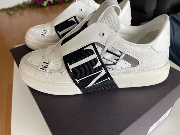 Vand Tenesi / Sneakersi Valentino - Originali- factura- Marimea 40