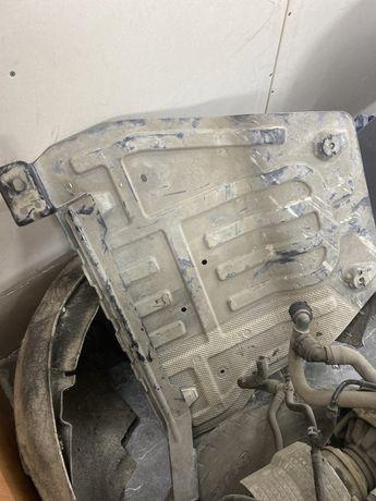Защита двигателя пыльник двигателя от шкода октавия 2015 год
