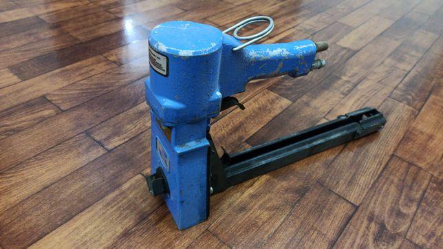 Capsator Pistol pneumatic pentru capse