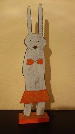 Продавам дървен сувенир заек