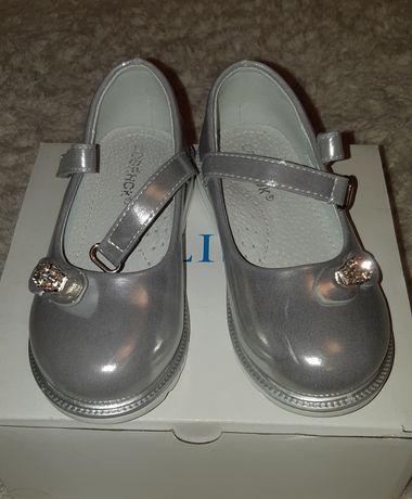 Продам туфельки 27 размера
