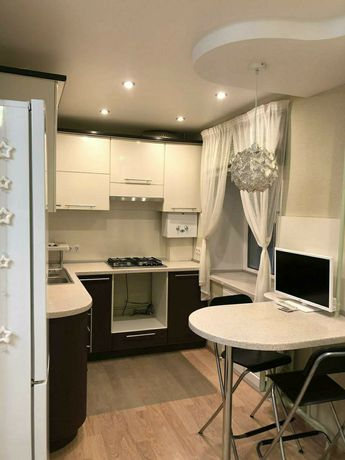 сдам трехкомнатную квартиру, на длительный срок в районе Алматы