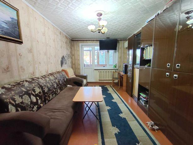 Продается в среднем этаже 3-х ком. квартира 17 мкр