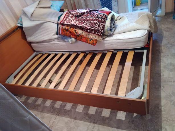 Отдам даром кровать двухспальную без матрасов!