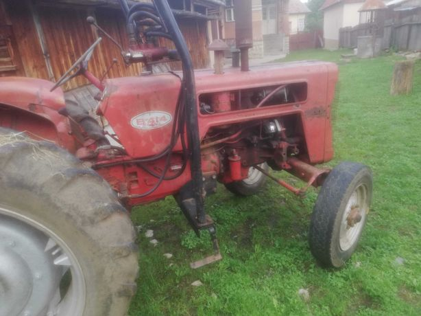 Vând tractor internațional 414