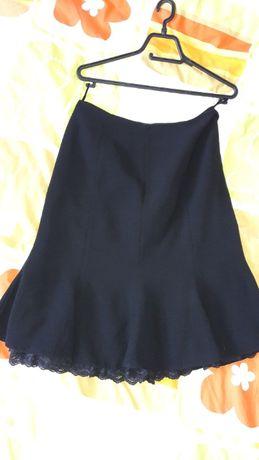 Черна дамска пола с дантела