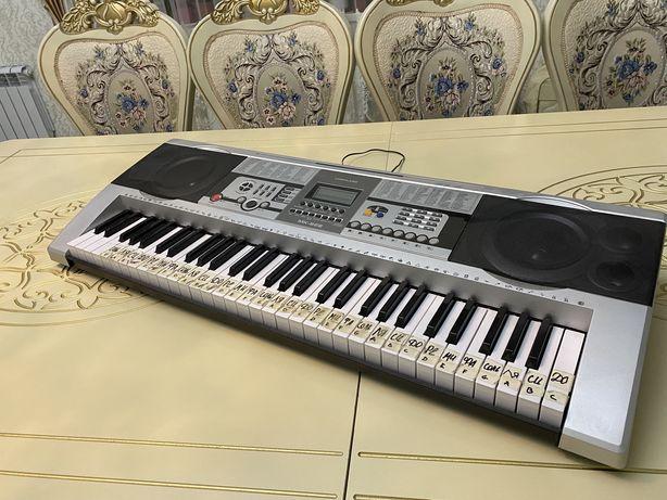 Продается синтезатор, состояние отличное. Имеется даже коробка.