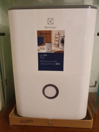 vand dezumidificator nou marca electrolux