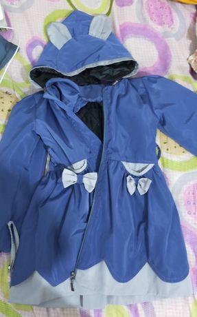 Пальто для девочки 5-6 лет и 2 пары летних мокасин на девочку 4х лет