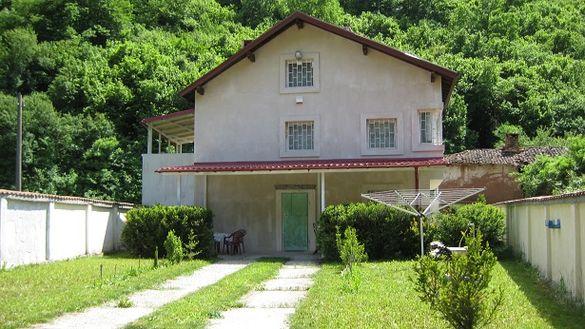 Собственик продава обзаведена нова къща на 3 етажа с гараж на 22 км от