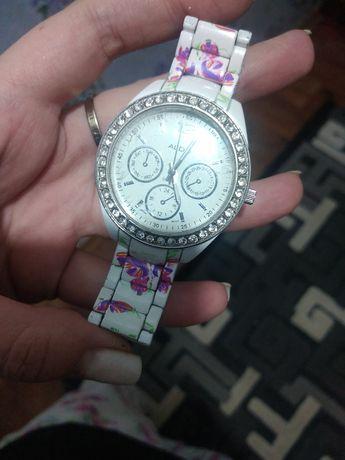 Продам фирменные часы
